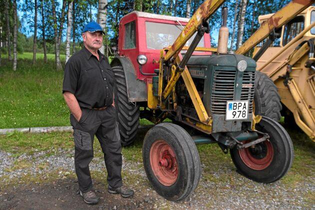 Den här Bolinder-Munktell 35 -55 har Staffan Bergman från Högsön fått överta efter sin far. För 49 år sedan renoverade Staffan Bergman motorn på den och den rullar fortfarande.