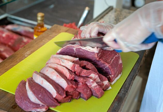 Laholm är en av kommunerna som ökar sina inköp av svenskt nötkött, som ett led i arbetet med att stödja svenska lantbrukare efter den tuffa sommaren.