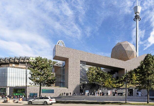 Träkonstruktionen Universeum börjar i år byggas till med en 26 meter stor sfär - i trä.