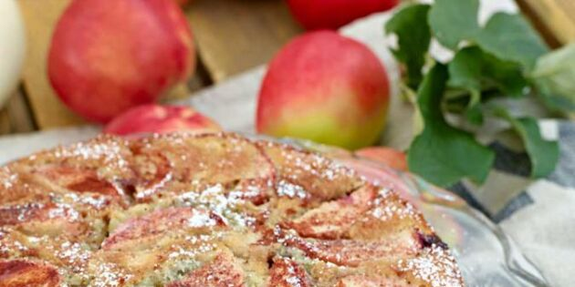 Kung på kaffekalaset: Baka sagolik äppelkaka med björnbär