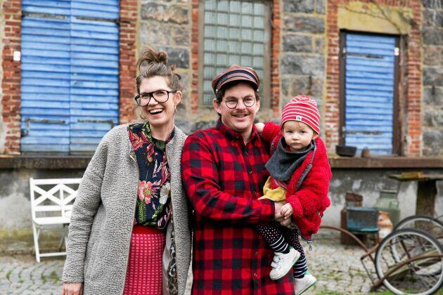 Johan och Rina vill ge Marigel en uppväxt där familjen är mycket tillsammans. Genom att driva en hemmahos-krog kan de göra det.