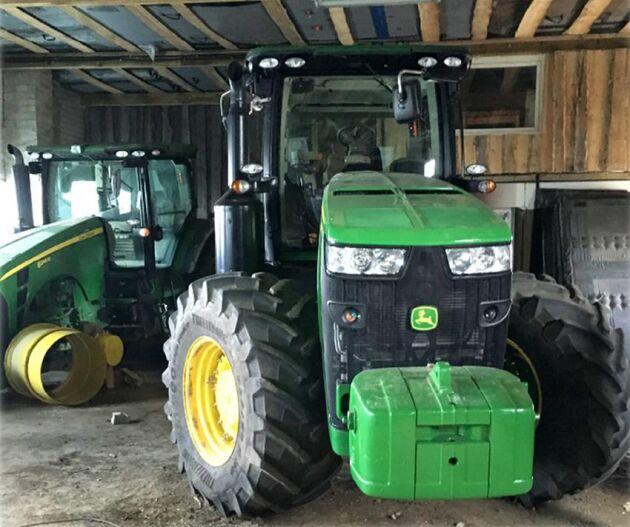 De stulna traktorerna från mjölkgården Suntetorp utanför Skövde återfanns i en maskinhall på den litauiska landsbygden.