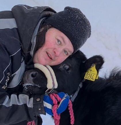 Nu har bloggskossan Hilda fått en artfrände till sällskap i form av dexterkalven Hulda hos Marika Andersson.