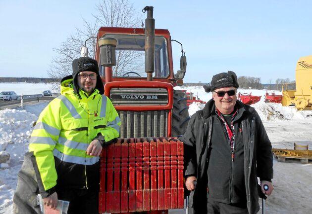 Michael Carlsson och hans pappa Ingvar Carlsson har fått en Volvo BM T 814 att köra med. Ivar stod stadig som en fura när buden från de andra spekulanterna vägrade sluta komma.