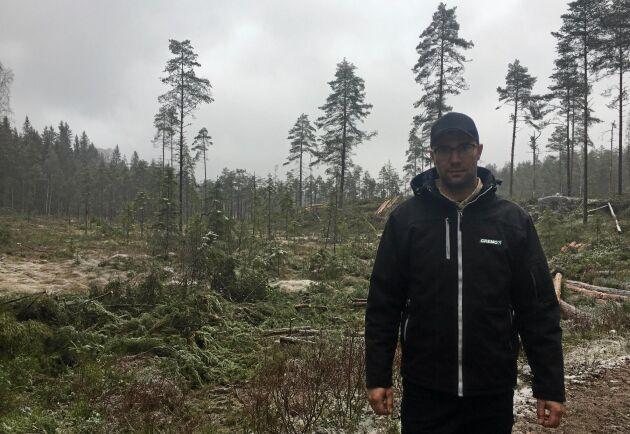 Att ge sig in i eftersläckningsområdet med skogsmaskin kan tyckas farligt. Men eftersom Kristoffer Sandkvist Krutrök stod i ständig kontakt med räddningsledarna upplevde han aldrig att det var någon större fara.