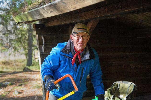 På hösten gör Peter Swärd och andra etappansvariga en inventering och beställer material. På våren pågår arbetet för att få leden i bra skick inför vandringssäsongen.