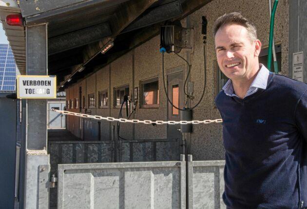 Närvaron av afrikansk svinpest i Belgien har tvingat grisuppfödaren Peter Vermeire att bli ännu mer noggrann med sin biosäkerhet. Bara de besökare som absolut måste komma in blir insläppta.