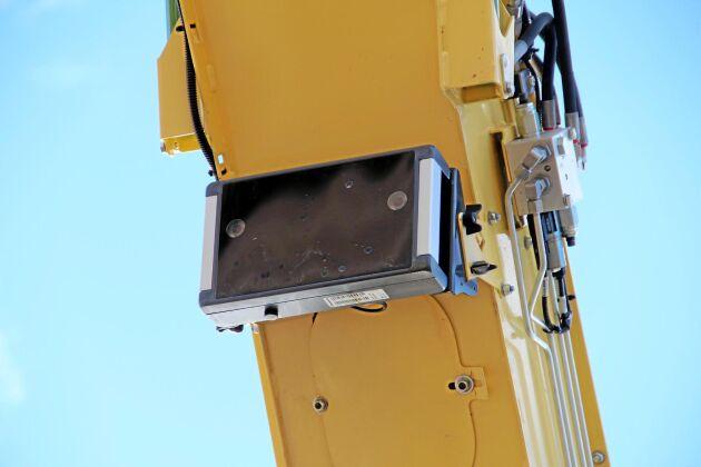 Baserat på bildanalys av foton från Easy Load-kameran styr hackdatorn utkastarröret så att den sidokörande vagnen fylls effektivt och utan spill.