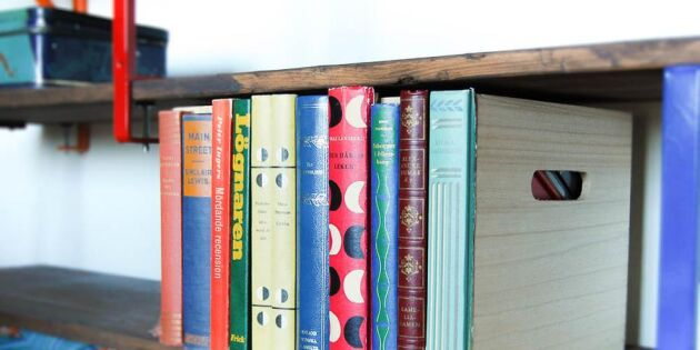 Göm dina småsaker bakom bokryggar