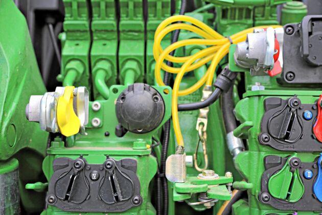 Klass B traktorn har krav på tvåkrets bromsystem. Den här traktorn är utrustad med tryckluftsbromsar, men har också enkrets hydraulisk släpvagnsbroms för att klara befintliga vagnar.