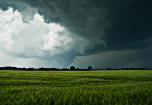 Det ostadiga vädret fortsätter över hela landet de närmaste dagarna.