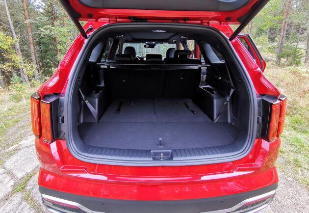 Stort bagageutrymme – och du kan fälla upp två extrastolar därbak.