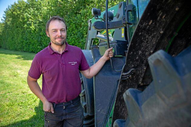 Martin Andersson har fått en beviljad dispens från länsstyrelsen och kan stödutfodra sina kor.