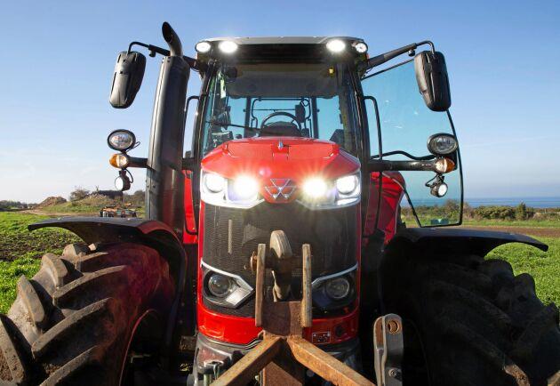 Den provade traktorn hade ett LED belysningspaket med 16 strålkastare.