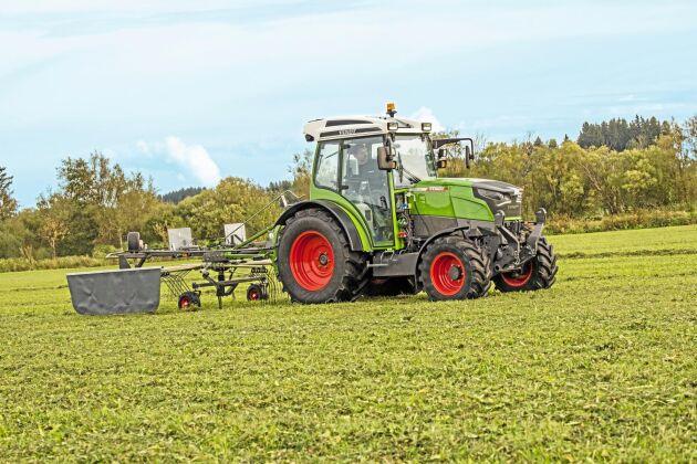 Traktortillverkaren Fendt, som ägs av amerikanska Agco Corporation, lanserade 2017 den helelektriska traktorn e100 Vario. Traktorn, som drivs av ett 650 V litiumjonbatteri med en kapacitet upp mot 100 kWh, sägs kunna arbeta upp till 5 timmar under normala körförhållanden. Modellen är fortfarande under testkörning.