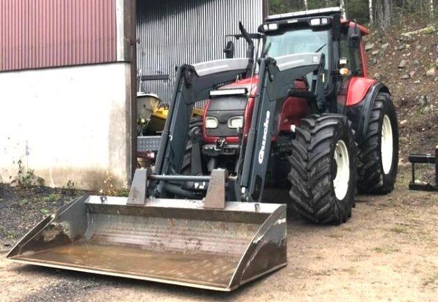 Nu snackar vi Valtra T170 med Q85-lastare från Valter Johnson. Traktorn är från 2007 och har gått 10000 timmar.