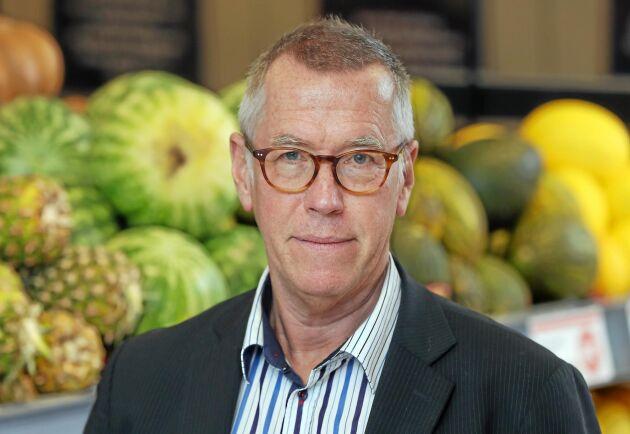 Axfoods presschef Claes Salomonsson. I sin senaste kvartalsrapport skriver Axfood att grönsaks- och rotfruktsskörden kan halveras i torkans spår.