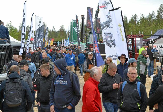 Välfyllt från start och sammanlagt hoppas arrangörerna av Skogsnolia på runt 13 000 besökare under mässans tre dagar.