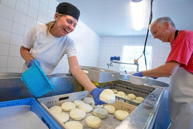 Maria Tuvesson Lindgren och Carlos Lindgren vill hålla tillverkningen i liten skala.