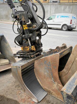Så här ser det ut när grävmaskiner sover sked, tycker jag i alla fall.