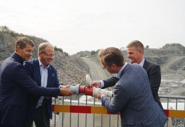Från vänster till höger i bild: Melker Jernberg, VD Volvo CE, Martin Lundstedt, VD Volvo, Mikael Damberg, närings- och innovationsminister och Anders Danielsson, VD Skanska.