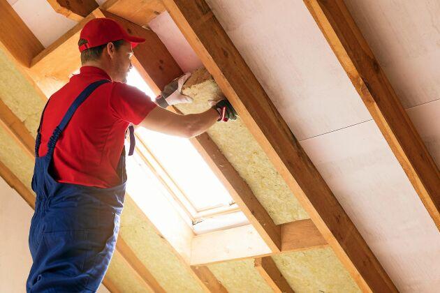 Ett åretruntboende ställer andra krav på ditt hus. Tilläggsisolera för att undvika ett orimligt energispill och ge högre mysfaktor.
