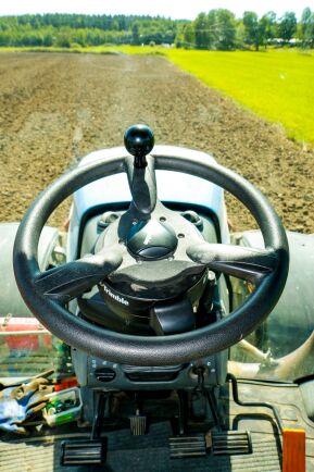 De motorstarka traktorerna i T8000-serien har rykte om sig att hoppa en del. Det är det amerikanerna kallar power-jumps.