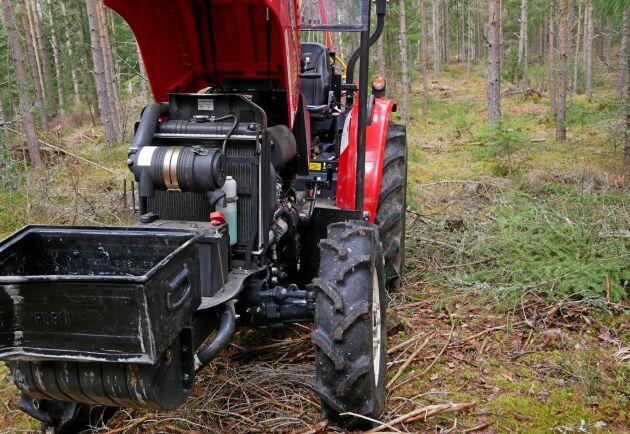 Den egna verktygslådan smälter in på traktorn.