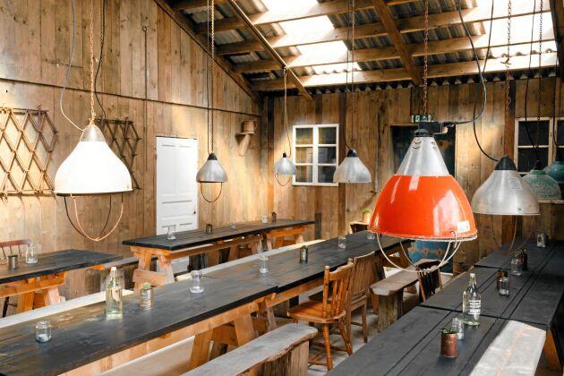 """""""Hela grejen med vårt koncept är att det ska vara lite rufft. Vi kände direkt att det är här var rätt plats,"""" säger Peder Bengtsson, som med kompanjonen Bengt Ingesson öppnade sin restaurang på Johnssons Gård för tre somrar sedan."""