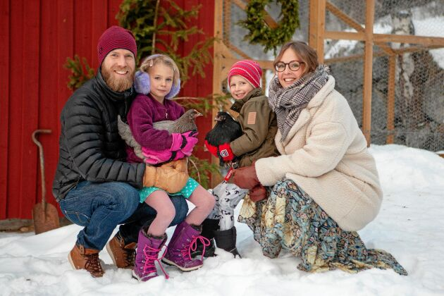 Hela familjen älskar julen - pappa Anders, dottern Siri, sonen Olle och mamma Matilda.