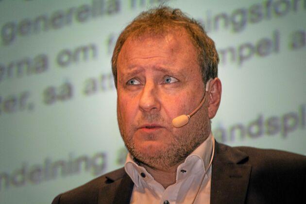 Jan-Olof Sundby, vattenexpert på LRF, menar att frågan kring ny lagtext om markavvattning inte bör stressas fram utan utredas separat i ett senare skede.