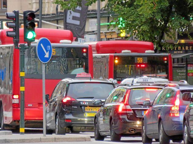 Per Emgardsson menar att det måste kosta mer att köra på Essingeleden än på en landsväg.