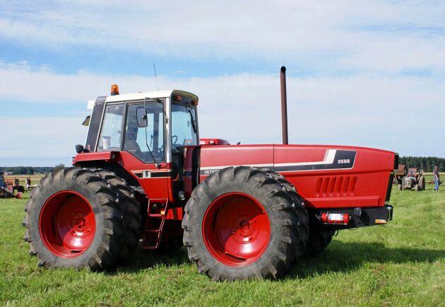 När Internationals 2+2 traktor kom till Sverige väckte den stor uppmärksamhet med sitt säregna utseende.