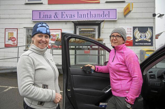 Karin Palm och Marika Andersson, bor i en grannby och menar att lanthandeln fungerar som en mötesplats och har stor social betydelse.