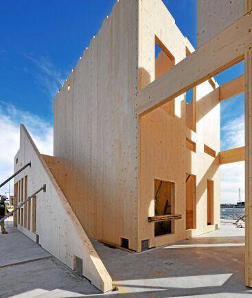 KL-trä, korslimmat trä, eller CLT, cross laminated timber, är byggkomponenter som bjälklag och väggblock gjorda av korsvis limmade bräder i flera skikt.