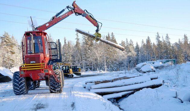 VR-tekniken är att föredra vid lastningsarbetet, menar Skogforsks Morgan Rossander och Olle Gelin.