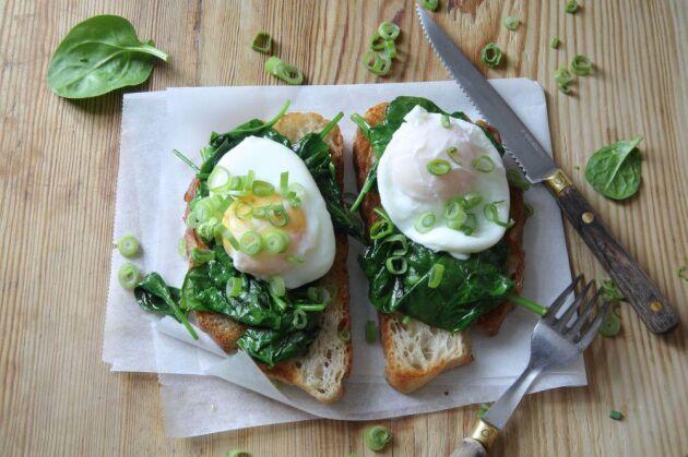 Spenatmacka med ägg, tala om perfekt mellanmål! Foto: Katarina Ekeström.