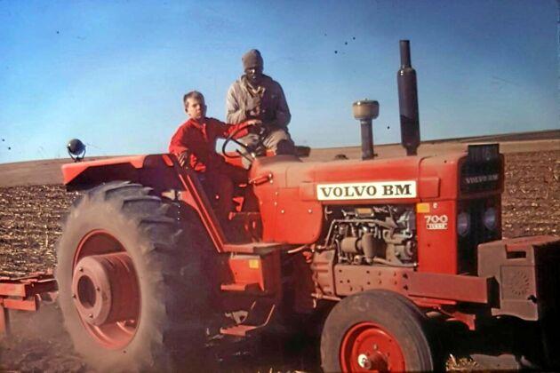 Redan som barn fick Braam Oosthuizen köra traktor på sin pappas gård. Speciellt uppskattades 700:an med turbo som de tyckte var stark.