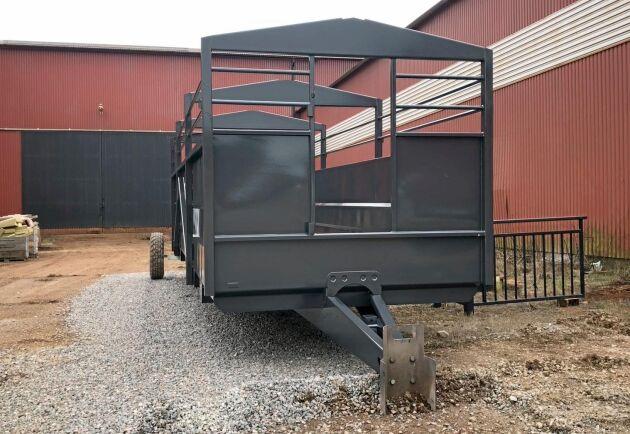 Metsjös nya djurvagn är höj och sänkbar, och kan delas in i olika sektioner. Längst fram ser ni utrymmet för evakueringsgrinden.