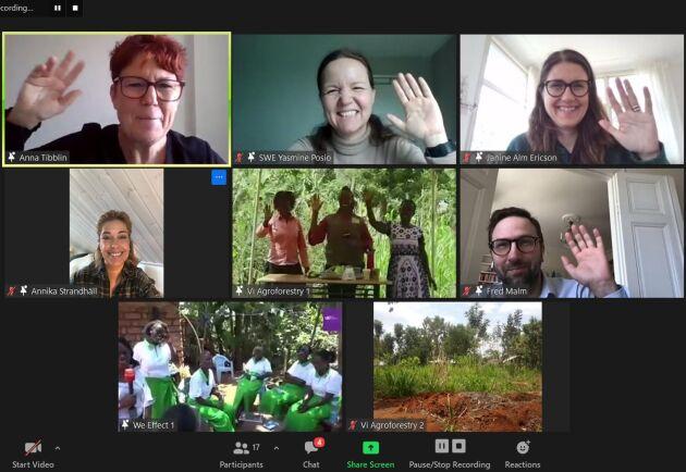 Det var organisationerna We Effect och Vi-skogen som bjudit in ett antal riksdagsledamöter på den digitala resan till Kenya för att visa vardagen för två kvinnliga småskaliga lantbrukare.