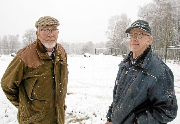 Kurt Svensson och Kurt Henriksson hoppas kunna knyta kontakter med svenska skinnberederier och att fler ska välja att satsa på hjort.