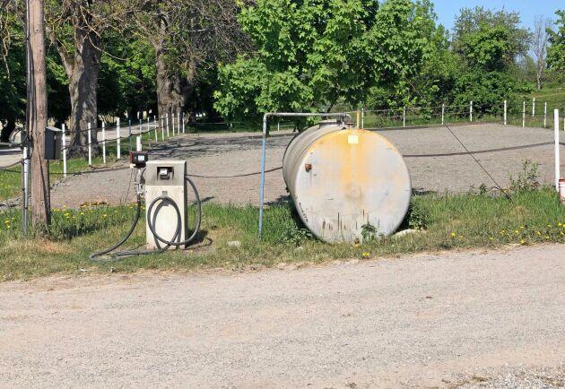 Att byta ut lantbrukets tankinfrastruktur är inte bara kostsamt. I dag gör avsaknaden av tanklösningar för alternativa bränslen att ingen kan investera i miljövänliga maskinalternativ.