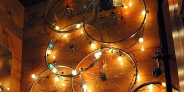 Fixa countryfest med cykelhjul och ljus