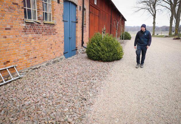 Praktexempel. Såhär rent och snyggt, utan växtlighet intill väggar, är optimalt för att hålla gnagarna borta från byggnader.
