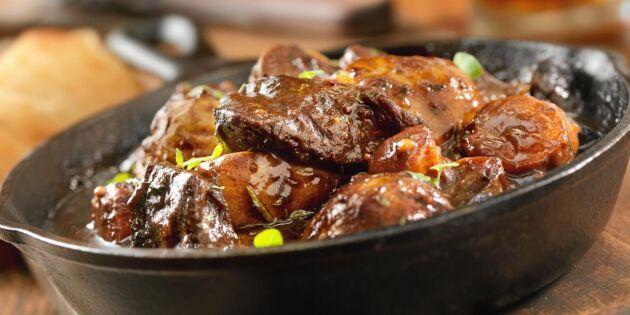 Värmande klassisk kalops – med morötter och lök