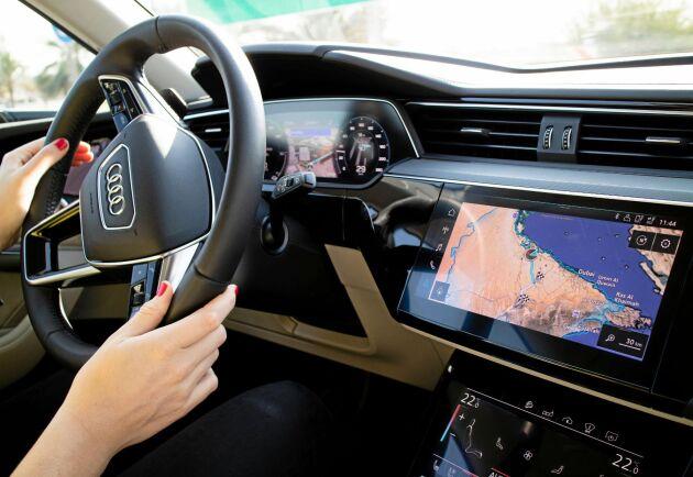 Interiört har bilen en minimalistisk instrumentering.