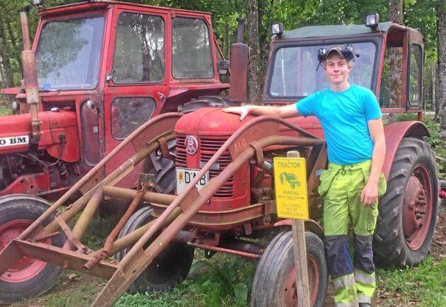 Emil Elsius gillar Victorns ljud och har haft traktorn sedan han var sju år.