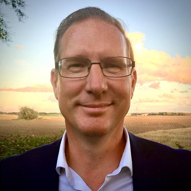 Joakim Larsson, ansvarig för skog och lantbruk på SEB, driver lammuppfödning med ett 20-tal tackor och 30-40 lamm per år utanför Helsingborg. Han har också tagit över föräldragården utanför Tierp där han hyr och arrenderar ut hus respektive mark, och äger även skog i Hälsingland och Västerbotten.