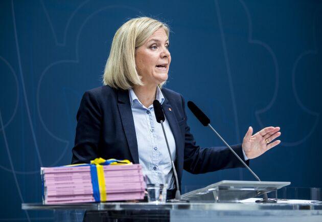 Det är bråttom med finanspolitiska krisåtgärder menar KI:s prognoschef Ylva Hedén Westerdahl. På bilden presenterar finansminister Magdalena Andersson (S) budgetpropositionen för 2020.