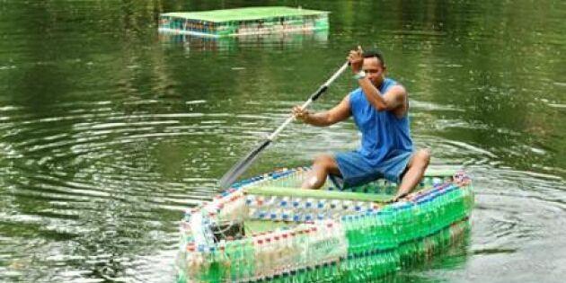 Vilket flyt – bygg en båt av flaskor